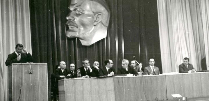 1975 г. Корнеев А.А. выступает на конференции лифтовиков страны.