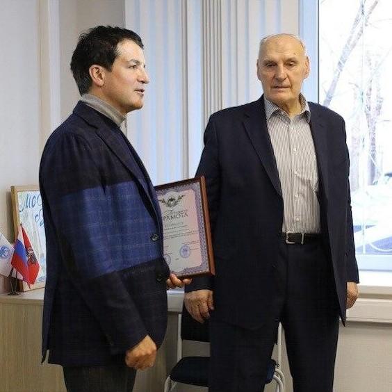 Уходя профессионалы / Рожков